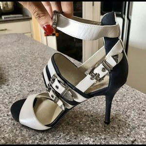 Michael Kors 8.5 Strappy navy/white Heels